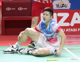 Marin, Shi Join Axelsen on Sidelines